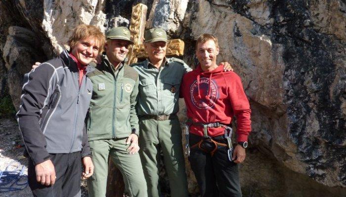 Simon Gietl mit Terence Hill bei Dreharbeiten in den Dolomiten