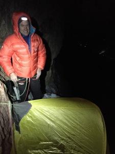 Adam Holzknecht vor unserem Zelt bei der Route Wüstenblume